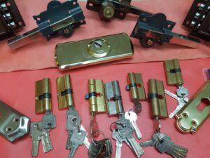 foto de varias cerraduras y cerrojos de servicios de cerrajería